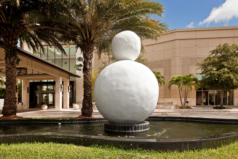 Back of Snowman by Gary Hume at Aventura Mall in Miami